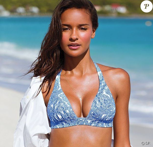 Gracie Carvalho, ravissante en chemise blanche et bikini pour Victoria's Secret.