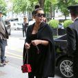 """Kim Kardashian (enceinte) et sa mère Kris Jenner sont allées déjeuner au George V avant de se rendre au studio de Karl Lagerfeld """"L7"""". Paris, le 22 mai 2013."""