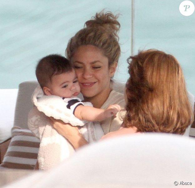 Shakira avec son bébé Milan (4 mois) à Rio de Janeiro le 21 juin 2013.