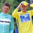 Jan Ullrich et Lance Armstrong sur le podium du Tour de France à Paris le 27 juillet 2003.