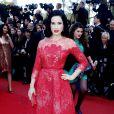 """Dita Von Teese - Montée des marches du film """"Ma vie avec Liberace"""" lors du 66e Festival du film de Cannes, le 21 mai 2013."""