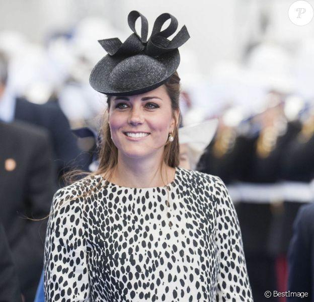 La superbe duchesse de Cambridge Kate Middleton, enceinte, procède au baptême du navire Royal Princess, à Southampton, le 13 juin 2013.