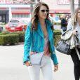 Must have de l'été : la pochette, l'it-bag d'Alessandra Ambrosio