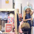 Exclusif - Bar Refaeli au cours d'une après-midi shopping à Madrid, le 25 juin 2013.