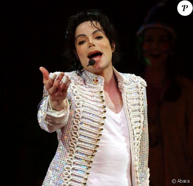 Michael Jackson en concert à l'Apollo theatre à New York, le 24 avril 2002.