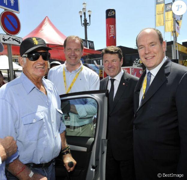 Bernard Hinault, Jean Paul Belmondo, Christian Prudhomme, le directeur du Tour, Christian Estrosi (maire de Nice) et le Prince Albert II de Monaco - Quatrième étape du Tour de France, le 2 juillet 2013 à Nice.