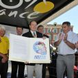 Christian Prudhomme, le directeur du Tour, Bernard Thévenet, Raymond Poulidor, Christian Estrosi (maire de Nice), le Prince Albert II de Monaco, Eddy Merckx et Bernard Hinault - Quatrième étape du Tour de France, le 2 juillet 2013 à Nice.