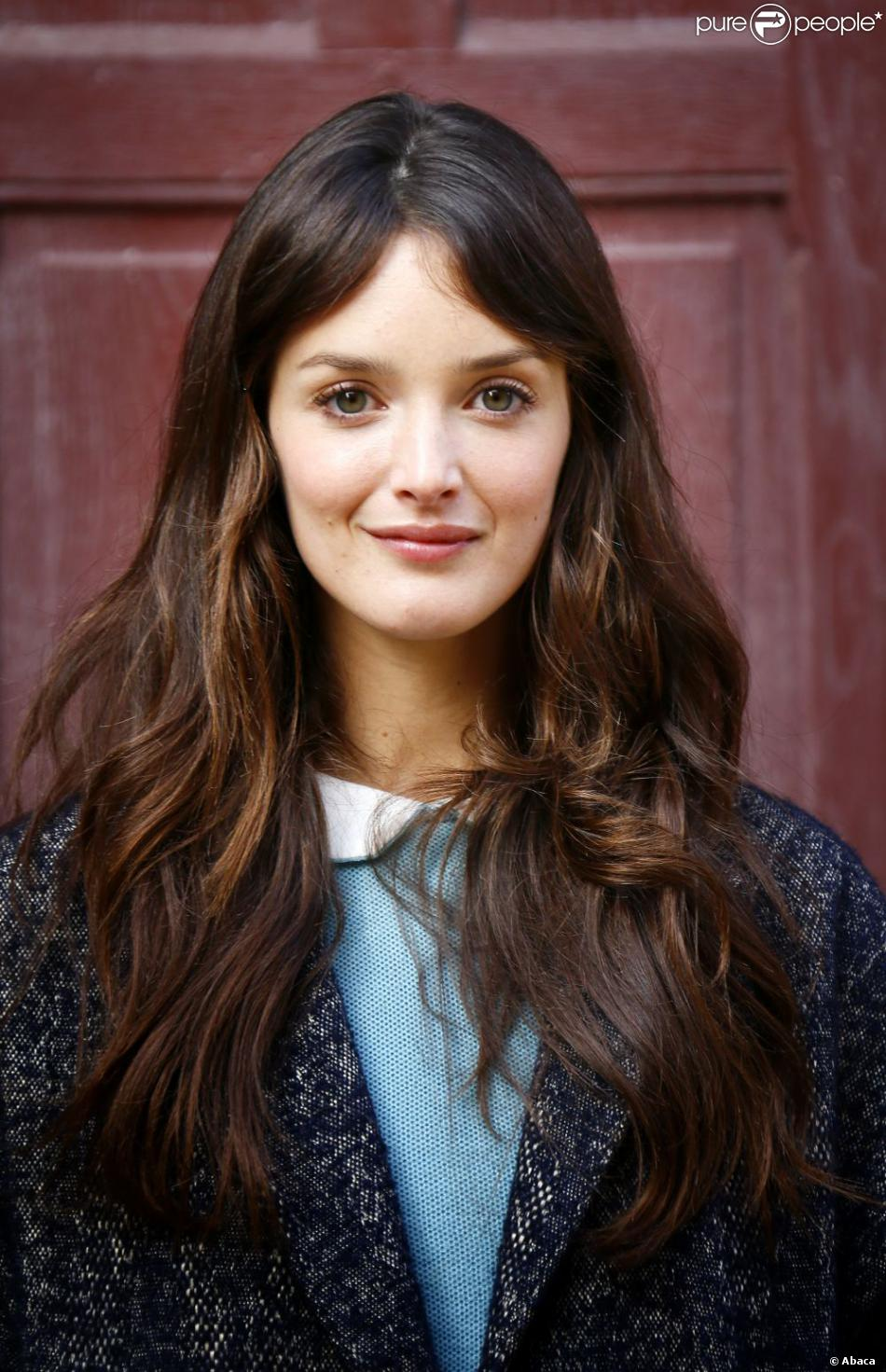 Charlotte Le Bon New Hacked Nude And Hot iCloud Scandal