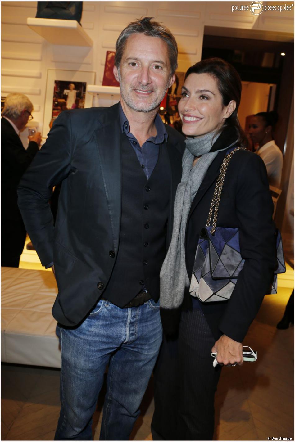 antoine de caunes et sa femme daphn roulier en octobre 2012 paris. Black Bedroom Furniture Sets. Home Design Ideas