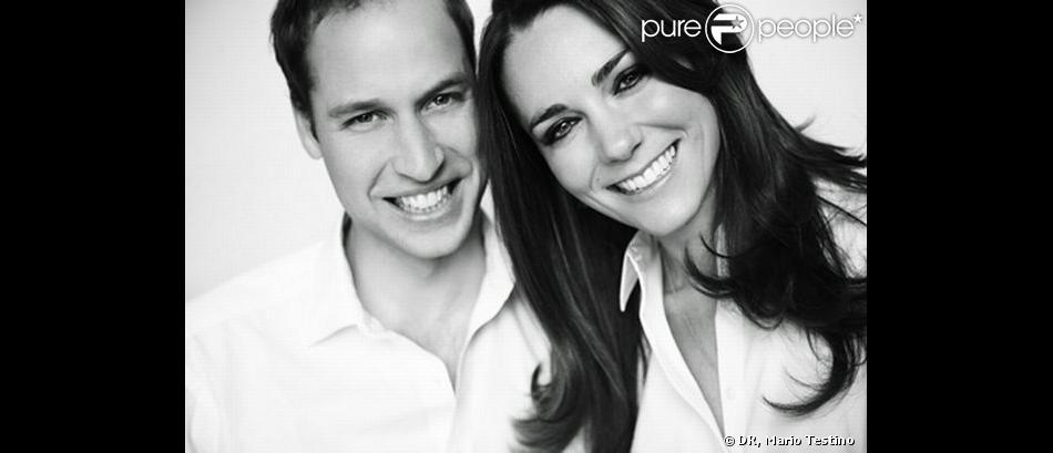 Le prince William et Kate Middleton immortalisés par le photographe de mode Mario Testino, photo figurant dans le programme de leur mariage.