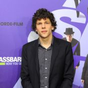 Jesse Eisenberg (The Social Network) en couple avec l'Alice Mia Wasikowska