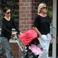 La veuve de James Gandolfini, Deborah Lin, et sa fille Liliana se promènent avec son ex-femme Marcy Gandolfini à New York, le 11 juillet 2013.
