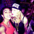 Madonna et sa fille aînée Lourdes prennent la pose lors du feu d'artifices du 4 juillet 2013 à New York.
