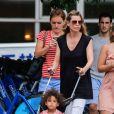 Ellen Pompeo se promène avec sa fille Stella Luna Ivery, à New York, le 12 juillet 2013.