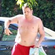 Exclusif - Le fils de Cher Chaz Bono, torse nu, rentre chez lui à Beverly Hills le 15 juillet 2013.
