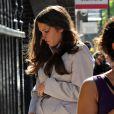 Des sosies de Kate Middleton et du prince William rejouent la scène de l'arrivée à la clinique de la duchesse de Cambridge à Londres, le 19 juillet 2013.