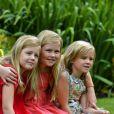 Willem-Alexander et Maxima des Pays-Bas et leurs filles accueillaient le 19 juillet 2013 comme chaque année la presse dans leur résidence, la Villa Eikenhorst à Wassenaar, pour une séance photo marquant le début des vacances d'été de la famille royale. Leurs trois filles, les princesses Catharina-Amalia, Alexia et Ariane, connaissant bien l'exercice, auquel s'est également prêté leur chien, Skipper.