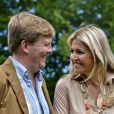 Willem-Alexander et Maxima des Pays-Bas, complices, accueillaient le 19 juillet 2013 comme chaque année la presse dans leur résidence, la Villa Eikenhorst à Wassenaar, pour une séance photo marquant le début des vacances d'été de la famille royale. Leurs trois filles, les princesses Catharina-Amalia, Alexia et Ariane, connaissant bien l'exercice, auquel s'est également prêté leur chien, Skipper.