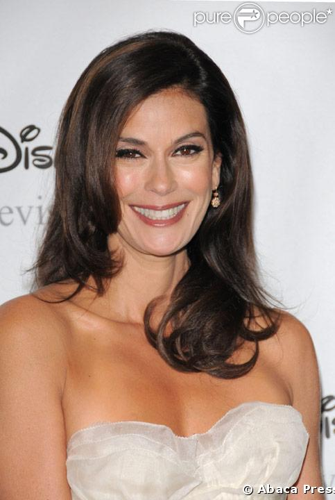PHOTOS Teri Hatcher : létrange changement de visage