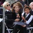 Deborra-Lee Furness avec ses enfants Ava et Oscar, lorsque Hugh Jackman reçoit son étoile sur le Walk of Fame à Los Angeles le 13 décembre 2012