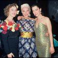 Bernadette Lafont avec ses filles Pauline et Elisabeth en 1987 à Paris