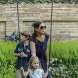La princesse Mary et sa fille Joséphine. La famille royale de Danemark en séance photo le 26 juillet 2013 pour les médias dans le parc du château de Grasten, résidence d'été royale. Autour de la reine Margrethe II et du prince Henrik, le prince Frederik et la princesse Mary, et le prince Joachim et la princesse Marie, avec tous leurs enfants, ainsi que la princesse Benedikte, le prince Gustav et la princesse Alexandra de Sayn-Wittgenstein-Berleburg, et la reine Anne-Marie de Grèce étaient rassemblés.