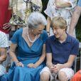 La princesse Benedikte et son petit-fils le comte Richard. La famille royale de Danemark en séance photo le 26 juillet 2013 pour les médias dans le parc du château de Grasten, résidence d'été royale. Autour de la reine Margrethe II et du prince Henrik, le prince Frederik et la princesse Mary, et le prince Joachim et la princesse Marie, avec tous leurs enfants, ainsi que la princesse Benedikte, le prince Gustav et la princesse Alexandra de Sayn-Wittgenstein-Berleburg, et la reine Anne-Marie de Grèce étaient rassemblés.
