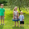 Christian, Isabella et Vincent de Danemark. La famille royale de Danemark en séance photo le 26 juillet 2013 pour les médias dans le parc du château de Grasten, résidence d'été royale. Autour de la reine Margrethe II et du prince Henrik, le prince Frederik et la princesse Mary, et le prince Joachim et la princesse Marie, avec tous leurs enfants, ainsi que la princesse Benedikte, le prince Gustav et la princesse Alexandra de Sayn-Wittgenstein-Berleburg, et la reine Anne-Marie de Grèce étaient rassemblés.