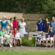 Tout le monde est en place ? La famille royale de Danemark en séance photo le 26 juillet 2013 pour les médias dans le parc du château de Grasten, résidence d'été royale. Autour de la reine Margrethe II et du prince Henrik, le prince Frederik et la princesse Mary, et le prince Joachim et la princesse Marie, avec tous leurs enfants, ainsi que la princesse Benedikte, le prince Gustav et la princesse Alexandra de Sayn-Wittgenstein-Berleburg, et la reine Anne-Marie de Grèce étaient rassemblés.