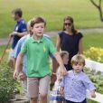 Le prince Christian et son frère le prince Vincent. La famille royale de Danemark en séance photo le 26 juillet 2013 pour les médias dans le parc du château de Grasten, résidence d'été royale. Autour de la reine Margrethe II et du prince Henrik, le prince Frederik et la princesse Mary, et le prince Joachim et la princesse Marie, avec tous leurs enfants, ainsi que la princesse Benedikte, le prince Gustav et la princesse Alexandra de Sayn-Wittgenstein-Berleburg, et la reine Anne-Marie de Grèce étaient rassemblés.