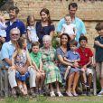 La famille royale danoise en séance photo pour les médias le 26 juillet 2013 dans le parc du château de Grasten, résidence d'été royale. Autour de la reine Margrethe II de Danemark et du prince Henrik, le prince Frederik et la princesse Mary, et le prince Joachim et la princesse Marie, avec tous leurs enfants, ainsi que la princesse Benedikte, le prince Gustav et la princesse Alexandra de Sayn-Wittgenstein-Berleburg, et la reine Anne-Marie de Grèce étaient rassemblés.