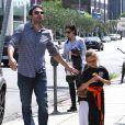 Ben Affleck et Jennifer Garner avec leurs filles Seraphina et Violet après un cours de karaté à Santa Monica (Los Angeles), le 26 juillet 2013
