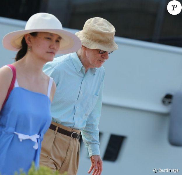 Woody Allen et sa femme Soon-Yi se rendent au club 55 à Saint-Tropez le 28 juillet 2013