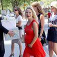 Michael Bublé et sa femme Luisana Lopilato, enceinte, ont organisé une  baby shower  à la Vancouver Art Gallery, le 28 juillet 2013. La maman était radieuse et très sexy dans une robe rouge transparente au niveau des cuisses et du buste.