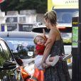 Billie Piper va déjeuner avec ses enfants Eugene et Winston à Londres, le 29 juillet 2013.