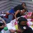 Le clan de la chambre rose réfléchit dans la quotidienne de Secret Story 7, mercredi 31 juillet 2013 sur TF1