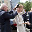 Un peu d'aide bienvenue... La famille royale de Belgique, menée par le roi Philippe et la reine Mathilde, s'est rassemblée en la cathédrale des Saints Michel-et-Gudule de Bruxelles le 31 juillet 2013 pour une messe à la mémoire du regretté roi Baudouin au 20e anniversaire de sa mort.