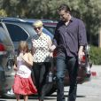 Jason Segel et Michelle Williams (avec sa fille Mathilda), à Los Angeles le 27 août 2012.