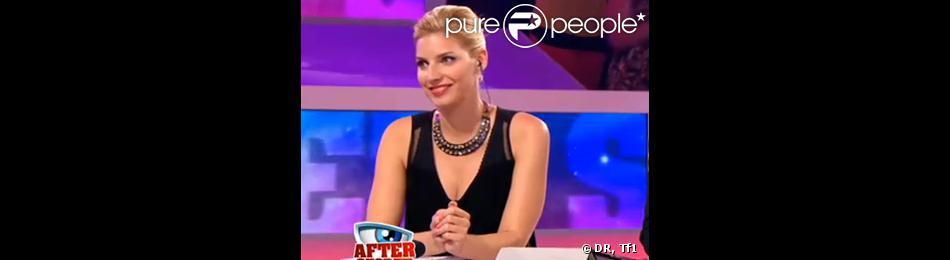 Nadège sur le plateau de l'After Secret le 2 août 2013 dévoile sa nouvelle poitrine avec pudeur