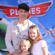 Peter Facinelli avec Lola et Fiona à l'avant-première mondiale de Planes à Los Angeles, le 5 août 2013