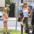 Exclusif - Denise Richards avec sa fille Eloise et les jumeaux de Charlie Sheen, Max et Bob, font du shopping et du manège a Brentwood, le 18 juin 2013.