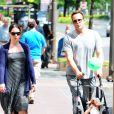 Vince Vaughn et son épouse Kyla Weber et leur fille Locklyn dans les rues de Los Angeles, le 25 juin 2012.