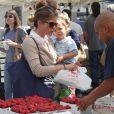 Selma Blair emmène son fils Arthur au Farmers Market, à Studio City, le 11 août 2013