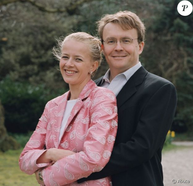 Le prince Friso d'Orange-Nassau et la princesse Mabel posant le 14 avril 2004, dix jours avant leur mariage. Fils cadet de la princesse Beatrix, le prince Friso est mort le 12 août 2013 à 44 ans à La Haye, un an et demi après avoir sombré dans le coma suite à un accident de ski survenu en Autriche le 17 février 2012.