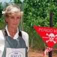 La princesse Diana en Angola pour voir le travail de déminage de HALO, en janvier 1997.