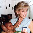 La princesse Diana en Angola, entre autres pour voir le travail de déminage de HALO, en janvier 1997.