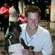 Dix ans après la visite de sa mère Diana en Angola et sa rencontre avec Sandra Tigica, le prince Harry rencontrait en juin 2007 l'Angolaise et faisait la connaissance de sa fillette de 3 ans, à Wembley.