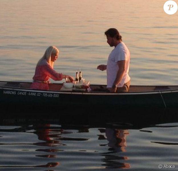 Tori Spelling et son mari Dean McDermott partagent un repas romantique sur l'eau, à Toronto au Canadan, le 19 août 2013.