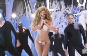 MTV VMA 2013 : Lady Gaga chante ''Applause'' à moitié nue, un live délirant