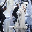 Lady Gaga sur la scène des MTV Video Music Awards à Brooklyn, le 25 août 2013.